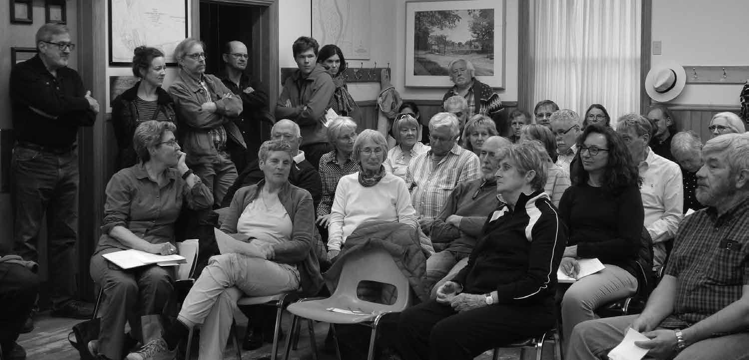 Regional's proposed Official Plan Amendment allowing nine storeys in front of the Deschâtelets residence was strenuously opposed by those attending a May 7 standing-room-only meeting of the OOE community association. Photo by John Dance